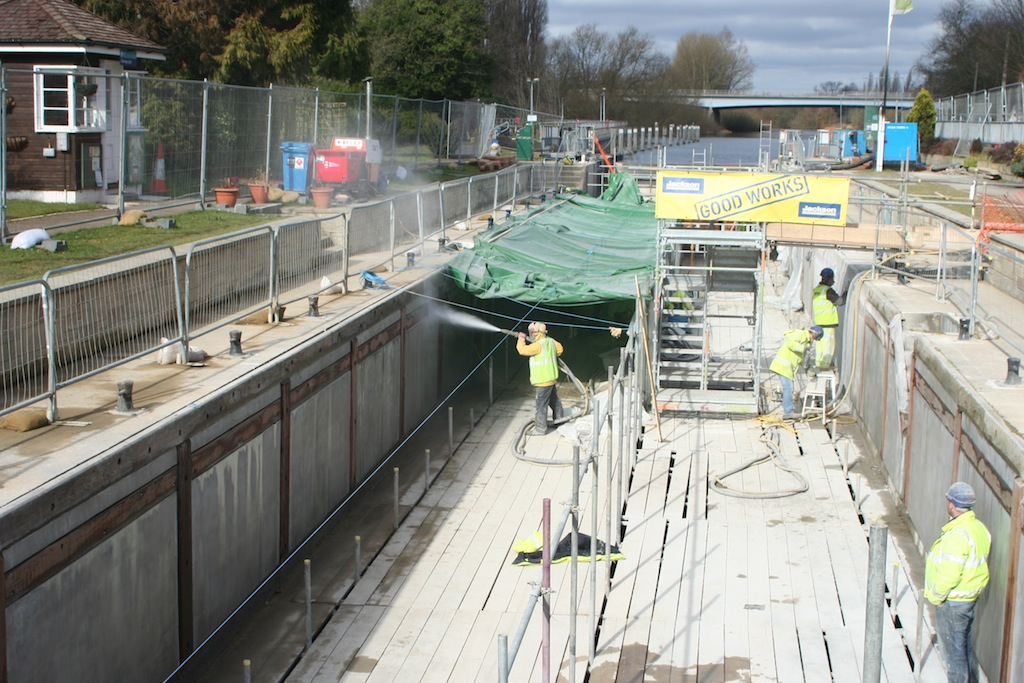 Engineer in Chertsey Lock