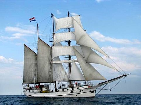 Tall ship Loth Lorien