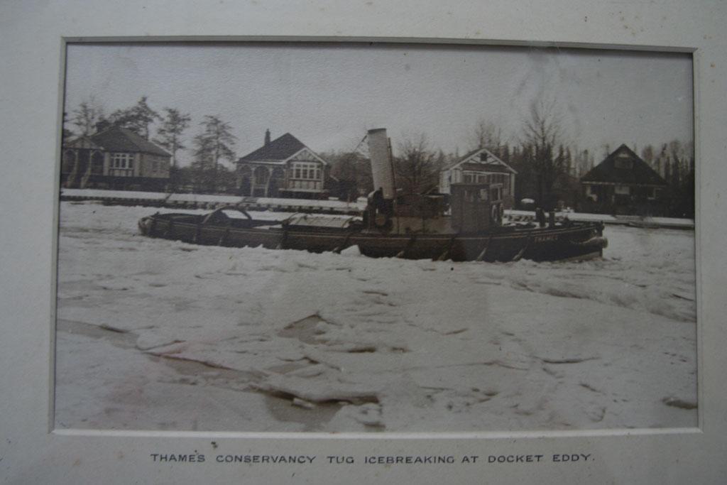 Thames Conservancy tug icebreaking