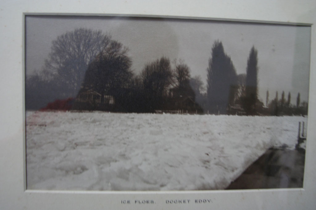 Ice floes on the Thames at Docket Eddy in the winter of 1940